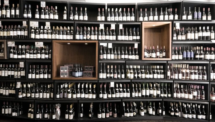 wine-store-shelving-boxes